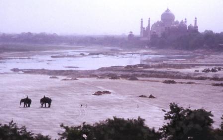 Taj Mahal y rio Yamuna desde el Fuerte Rojo en Agra